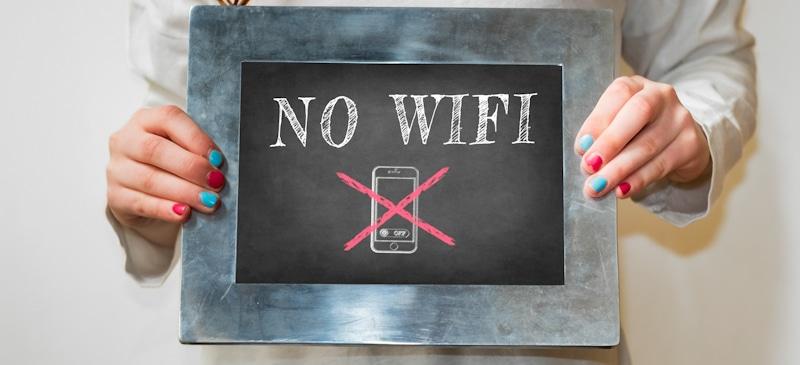 no wifi written on chalk