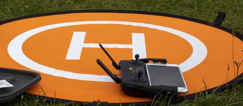 Droneorangelandingpadontopofgrass