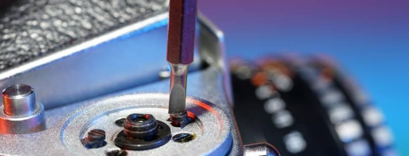 screwdriverworkingoscrew