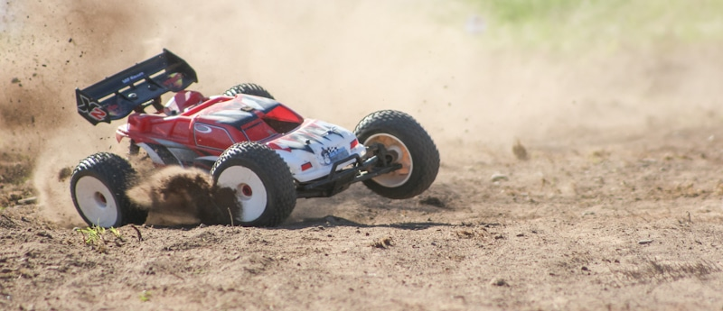 fast rc races in the sand