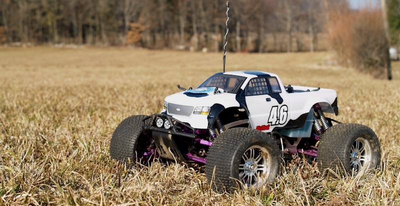 white rc jeep in the grass