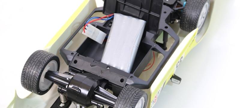 RC car with unhooked battery